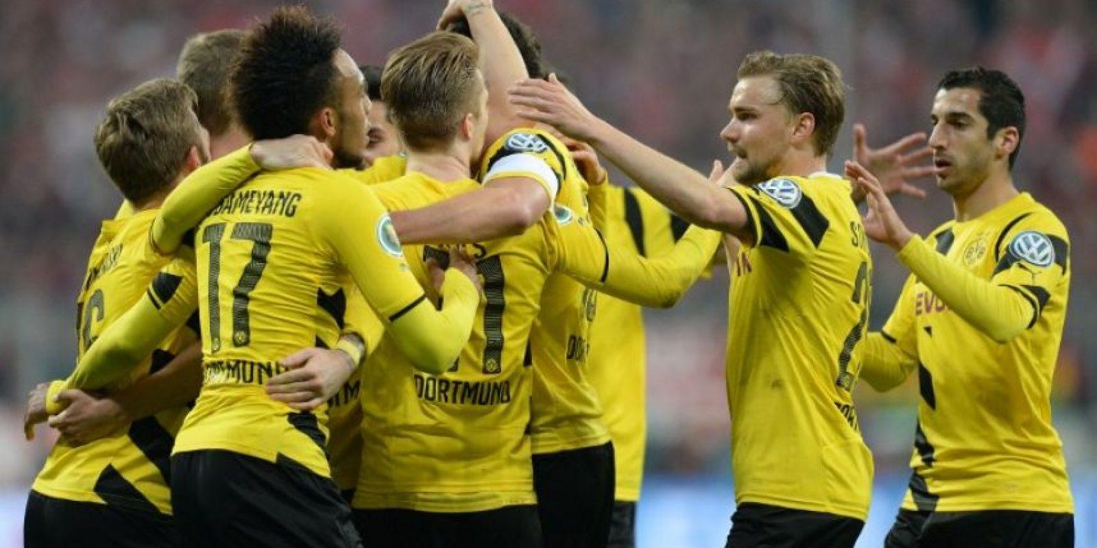 El Dortmund celebró su pase a la final luego de imponerse en la tanda de penaltis contra su acérrimo rival. Foto:AFP