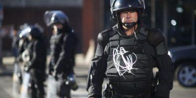 7. 15: es el saldo de los policías heridos, algunos con huesos rotos, según informaron las autoridades. Foto:AFP