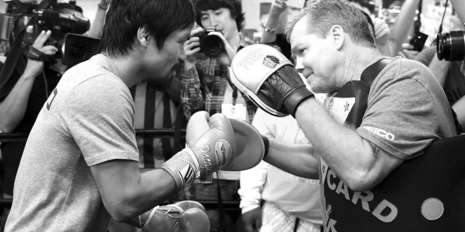La edad de los boxeadores también se ha convertido en un tema candente de debate. Para el 02 de mayo de este año Mayweather tendrá 38 años de edad, mientras que Pacquiao se enfrentará enfrentará la pelea a los 36. Los expertos reconocen que el boxeo es un deporte peligroso y que los riesgos aumentan con la edad de los deportistas. Foto:Getty Images