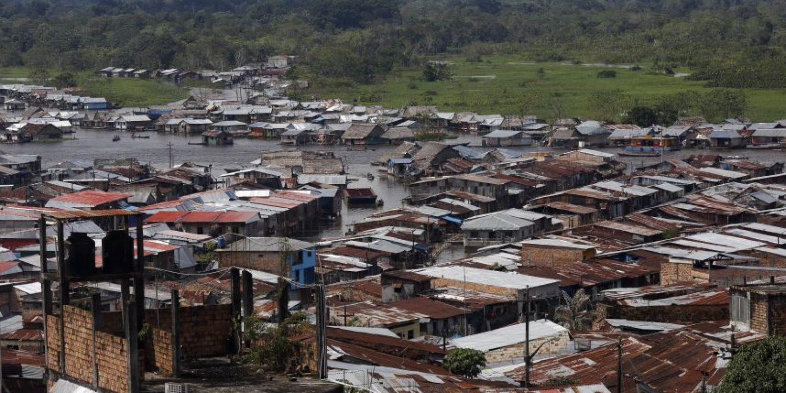 """En esta imagen del 20 de arbil de 2015, la zona baja de Belén, una empobrecida comunidad peruana conocida como """"Venecia de la jungla"""" en Iquitos, Perú. La comunidad sufre de varios problemas. Según estadísticas oficiales, el 40% de los nños en Belén sufren malnutrición y el 66% de la población es pobre. El Ministerio peruano de Salud señala que los habitantes suelen sufrir problemas respiratorios, asi como frecuentes enfermedades diarreicas causadas por personas y animales que defecan demasiado cerca en el río. Foto:AP/ Rodrigo Abd"""