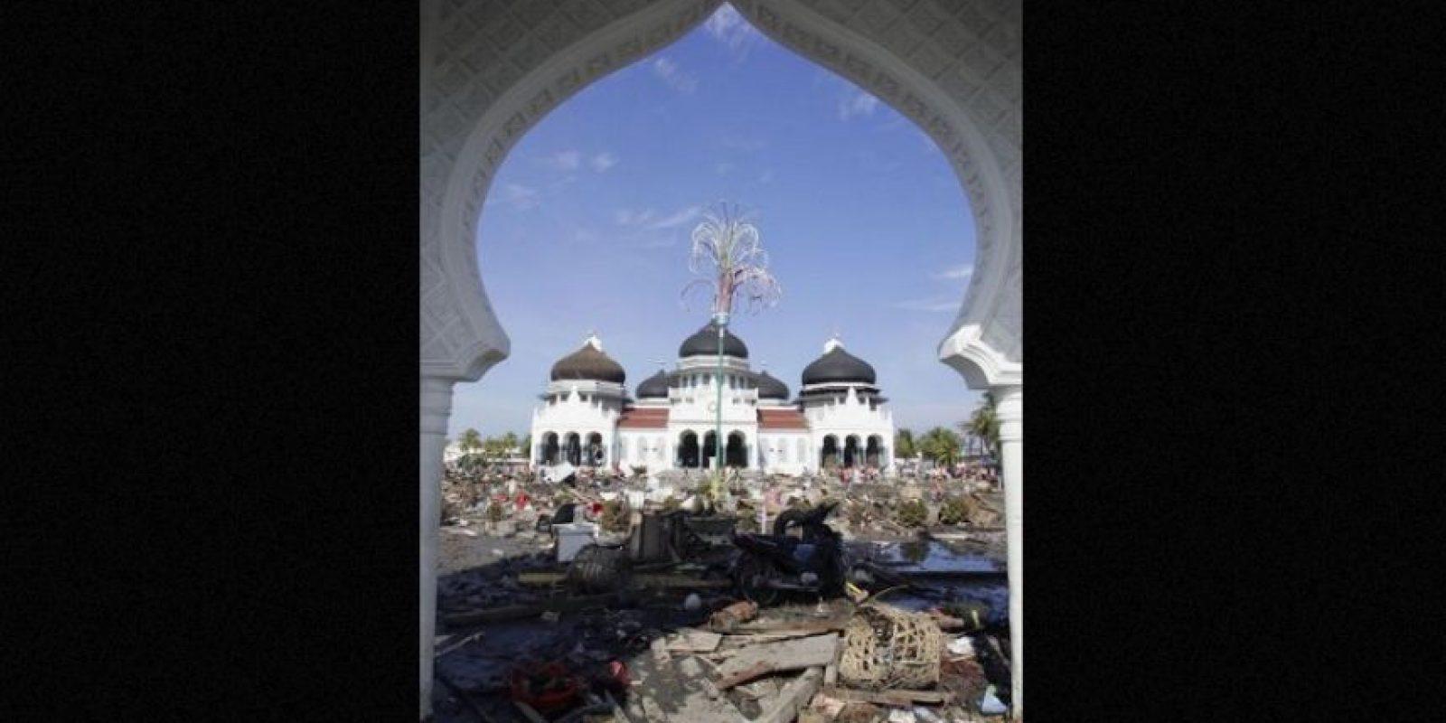 5. 26 de diciembre de 2004, Isla de Sumatra, Indonesia: Después de un mes se supo que dejó aproximadamente 230 mil muertos. Foto:Getty Images