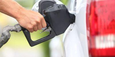 Tipo de cambio impacta en precios de los combustibles