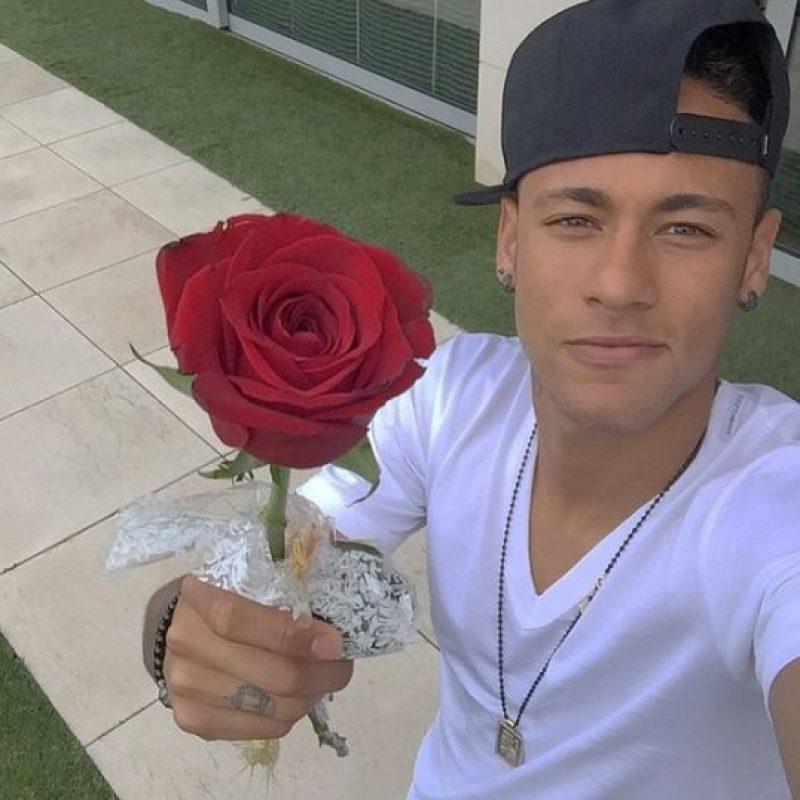 """Sus extravagantes peinados y estilos al vestir sí han funcionado con las mujeres, pues Neymar fue el noveno jugador preferido entre las damas para un """"encuentro amoroso"""". Foto:Vía instagram.com/neymarjr"""