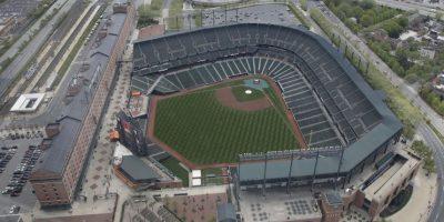 Para evitar posibles actos de violencia y cumpliendo con el toque de queda impuesto en la zona, el juego entre los Orioles de Baltimore y los Medias Blancas de Chicago se jugará a puerta cerrada. Foto:AP