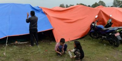 """""""Es duro, muy duro, seguir adelante, pero sé que el pueblo de Nepal lo hará"""", explicó el pasado domingo la directora regional de UNICEF para Asia Meridional, Karin Hulshof. Foto:AFP"""