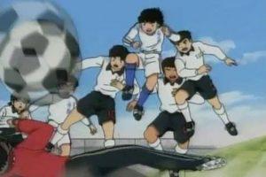 """La trama se centra en las vivencias de """"Oliver Atom"""" y sus amigos, que desde la infancia hasta la edad adulta comparten la pasión por el fútbol, incluso llegan a formar parte de la Selección nacional de Japón. Foto:IMDB"""