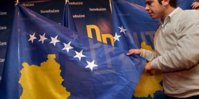 Fue aprobada por el Parlamento provisional el día que declaró su independencia de Serbia, con el objetivo de otorgar poderes de Estado a su territorio y regular el funcionamiento de sus instituciones. Foto:Getty Images