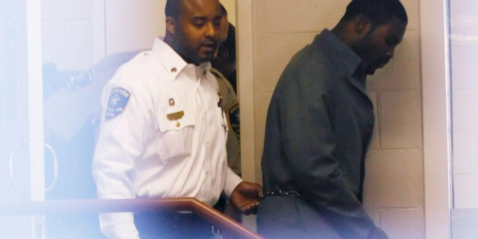 Fue sentenciado a 23 meses de cárcel y tres años de libertad condicional en 2007 por promover y organizar peleas de perros clandestinas. El quarterback se declaró culpable durante el juicio, pero salió libre en 2009 y retomó su carrera en el fútbol americano. Foto:Getty Images