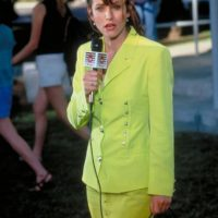 """Courteney Cox es la reportera """"Gale Wheaters"""", quien investigó el caso de la madre de """"Sidney"""" y al final termina salvándola. Foto:vía Woods Entertainment"""
