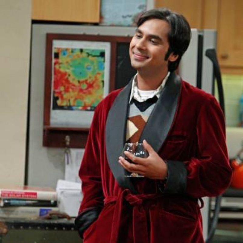 """2.- La apariencia sí importa: En diversas ocasiones, """"Raj"""" nos demostró que se puede dejar de lado el look de nerd por uno más elegante, incluye usar traje y zapatos formales. Foto:Vía Facebook/thebigbangtheory"""