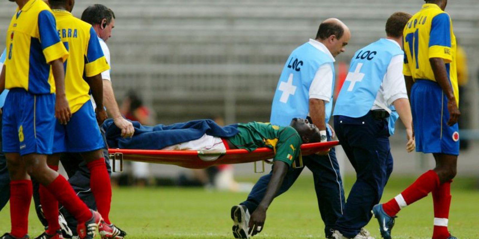 Durante la Copa FIFA Confederaciones de 2003, Marc Vivien Foe se desplomó al minuto 72 en el duelo entre su Selección, Camerún, y Colombia. Foto:Getty Images