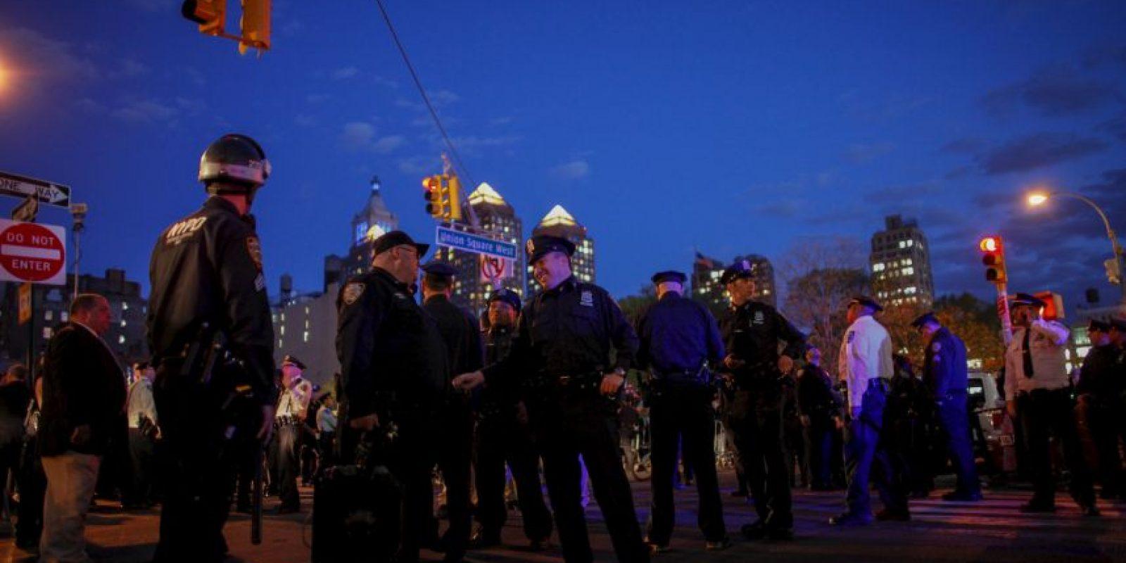 Los manifestantes querían romper el cordón policial montado en torno a la plaza de la concentración. Foto:Getty Images