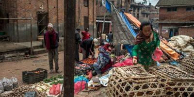 El Gobierno nepalí ha solicitado donativos de estas lonas. Foto:Getty Images