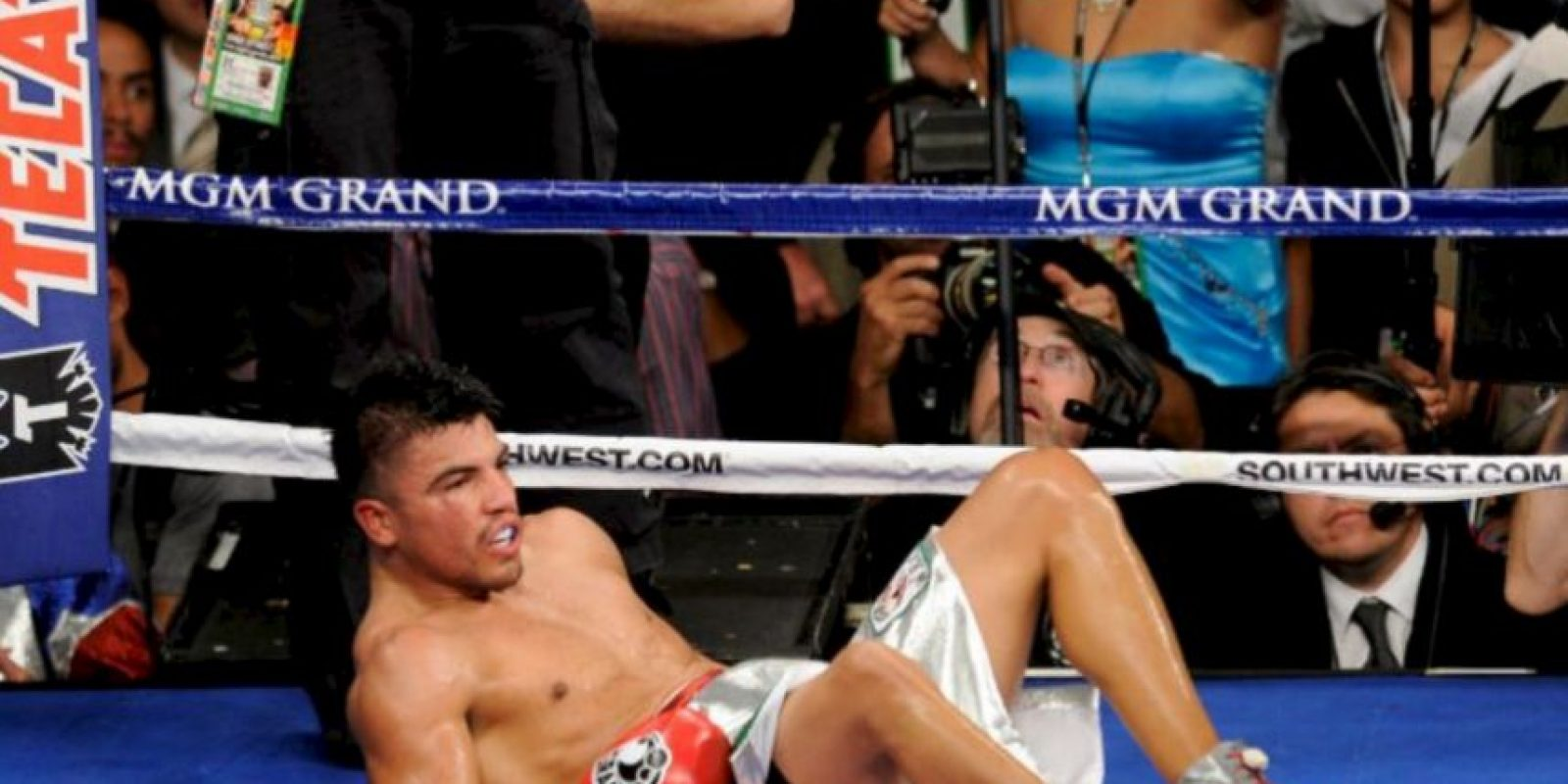 """Un polémico knockout le dio el triunfo al """"Pretty Boy"""" en el cuarto asalto Foto:Getty Images"""