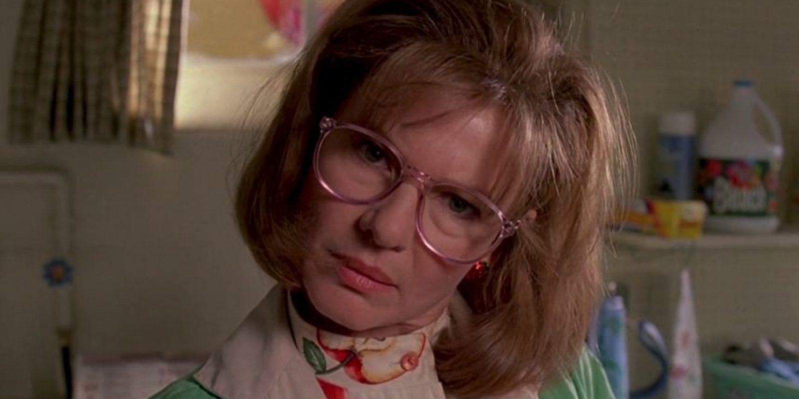 """Dianne Wiest era """"Peg Boggs"""", ama de casa que se encuentra a """"Edward"""" y lo adopta. Era vendedora de productos de belleza por catálogo y lo trató como un hijo. Foto:vía 20th Century Fox"""