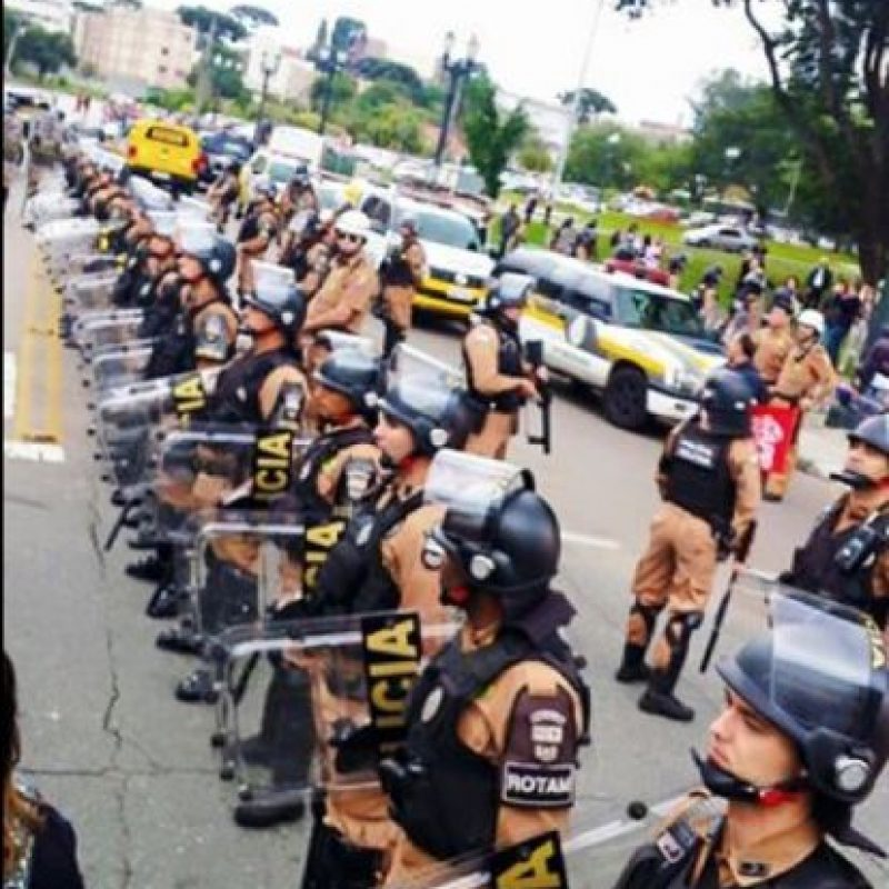 Los manifestantes fueron acorralados por la policía. Foto:Vía Twitter @syndicalisms