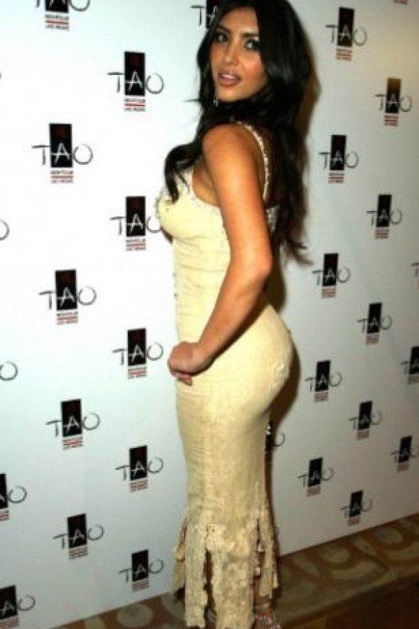Es indudable que desde la adolescencia, Kim Kardashian ha pasado por el bisturí y la maternidad afectó su cuerpo. Aquí pueden ver su evolución. Foto:vía Getty Images