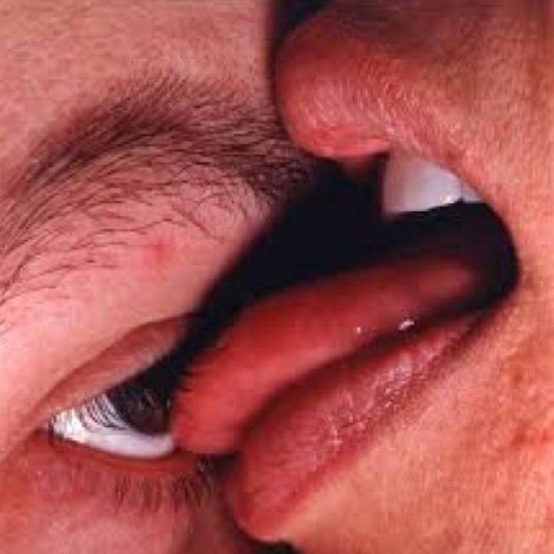 Placer sexual lamiendo los ojos del otro. Oculolinctia Foto:vía Getty Images
