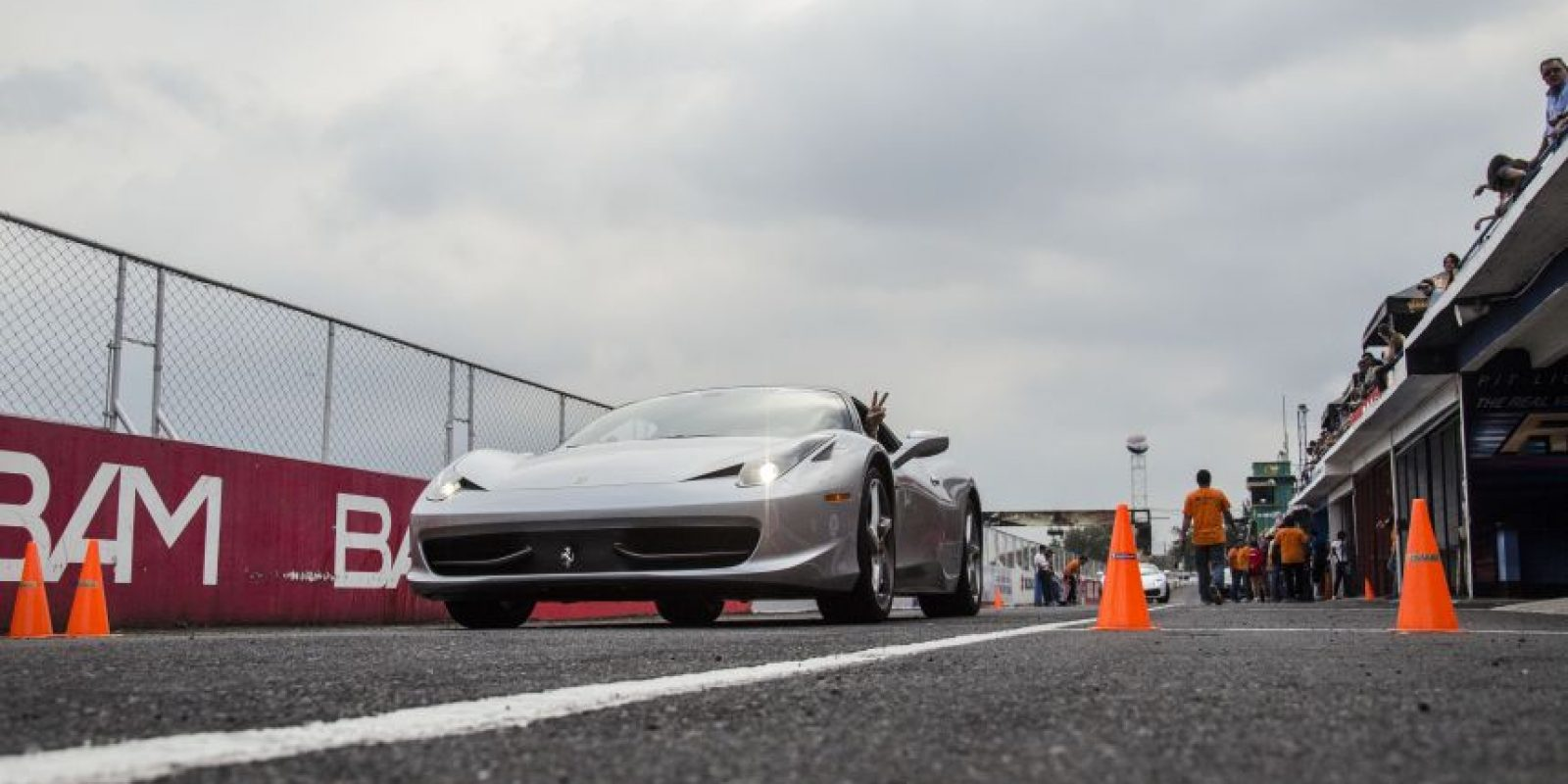 Esta es la cuarta fecha del evento en el que cientos de guatemaltecos amantes de la velocidad han vivido una experiencia extraordinaria Foto:LUIS CARLOS NÁJERA