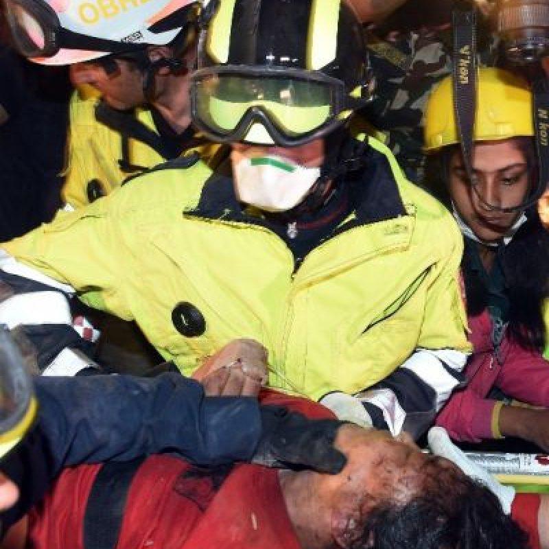 Por su parte, el rescate de una mujer de 27 años de edad se produjo gracias a un perro entrenado. Foto:AFP