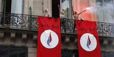 Femen interrumpen discurso del Día del Trabajo de Marine Le Pen en París