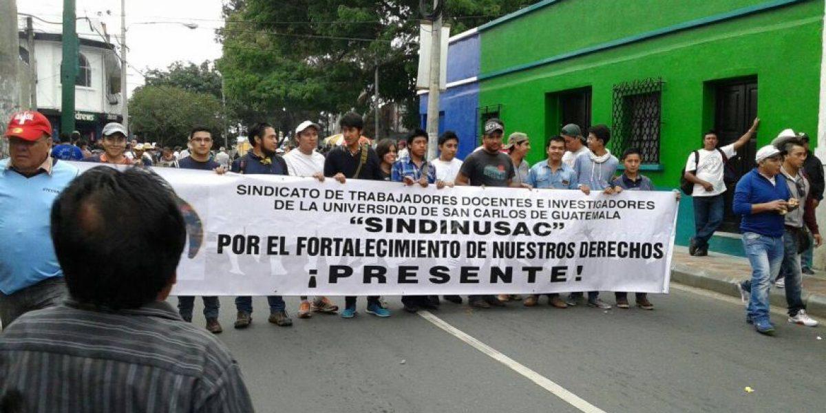 Sindicalistas marchan para conmemorar el Día Internacional del Trabajo