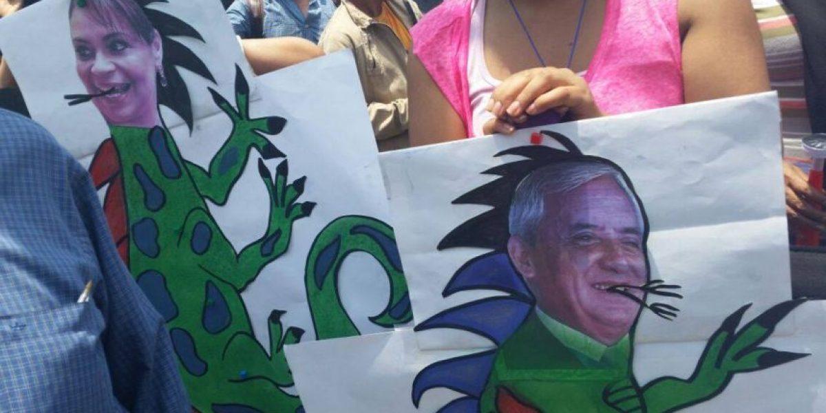 GALERÍA. Trabajadores le piden a binomio presidencial que renuncie