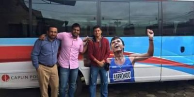 Erick Barrondo y el equipo de marcha reciben nuevo bus
