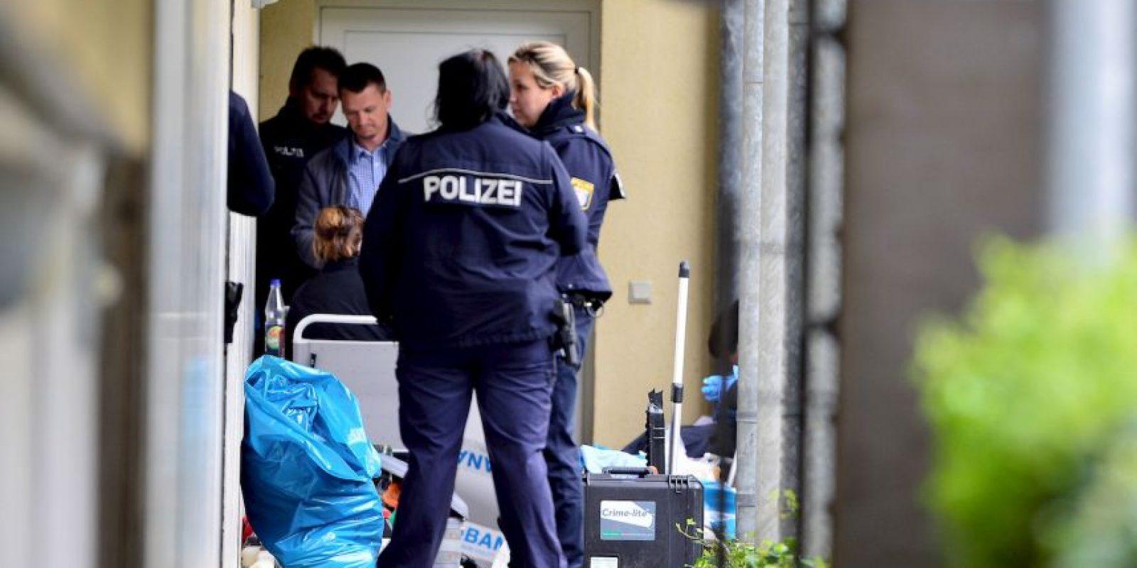 La Policía registró la casa de la pareja y recuperaron una bomba llena de clavos, partes de armas y municiones Foto:Getty Images