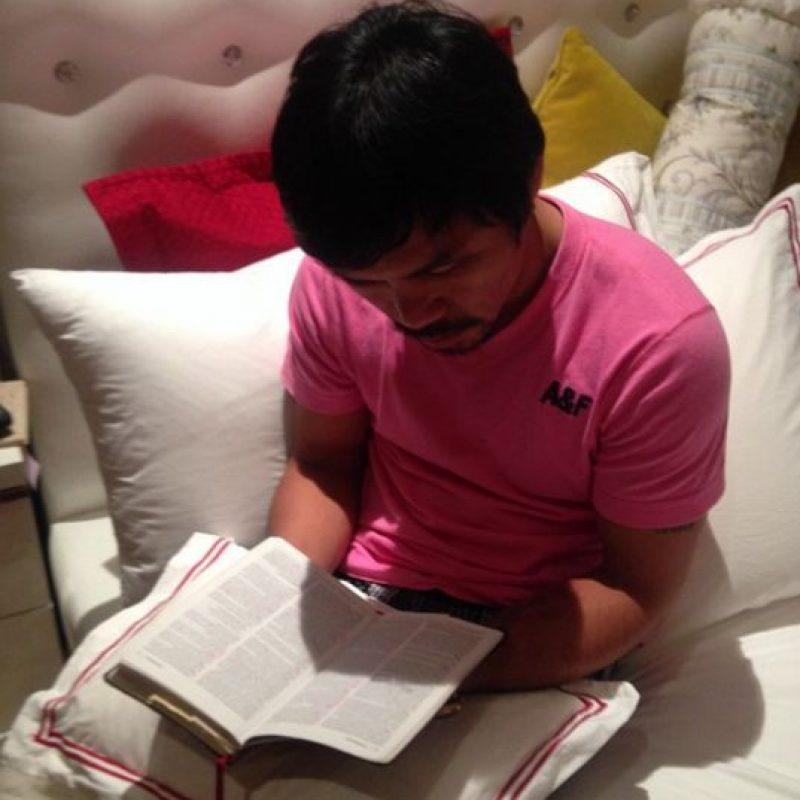 """Tras convertirse al cristianismo, la vida de Pacquiao cambió rotundamente y ahora el filipino se encarga de hablar de Dios en cualquier oportunidad por todo lo que le ha dado. """"No se trata de mi gloria o la de mi familia, se trata de agradecer a Dios que llevara a alguien que no tenía nada a tenerlo todo"""", declaró """"Pacman"""". Foto:Vía instagram.com/MannyPacquiao"""