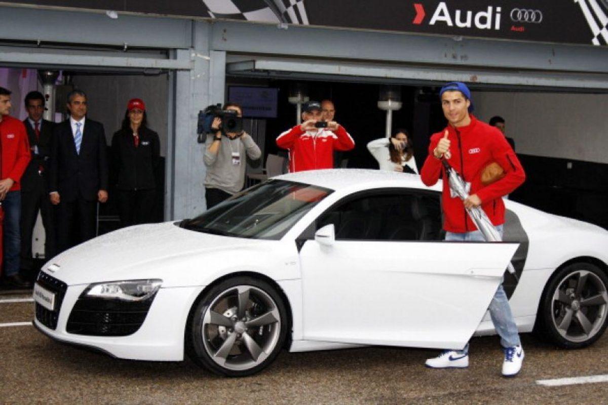 Posee un Bugatti Veyron de 1.3 millones de euros, un Lamborghini Aventator de 366 mil euros, entre otros vehículos exclusivos. Foto:Getty Images
