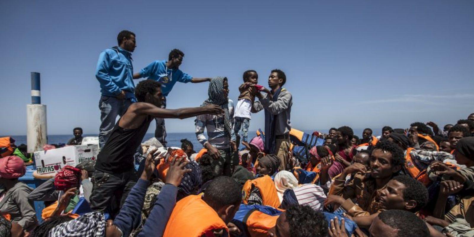 La guardia costera italiana llevó acabo el rescate de cinco mil 800 inmigrantes. Foto:AFP