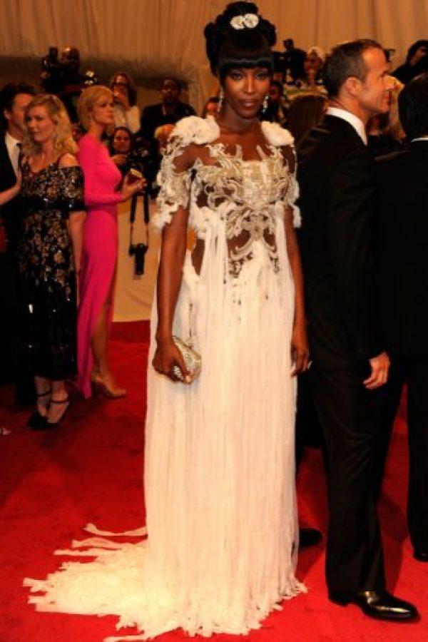 Naomi Campbell: si querías honrar a Celia Cruz debiste comprar un disco, no disfrazarte de ella en 2011. Foto:vía Getty Images