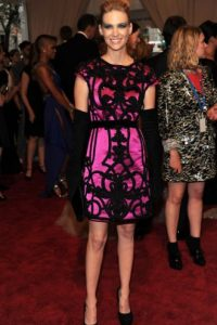 "January Jones… ni ""Harley Quinn"", la novia del ""Joker"", se viste así ya. Foto:vía Getty Images"