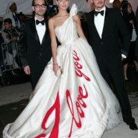 De nuevo, Karolina Kurkova. Nadie amó a su vestido en 2005. Foto:vía Getty Images