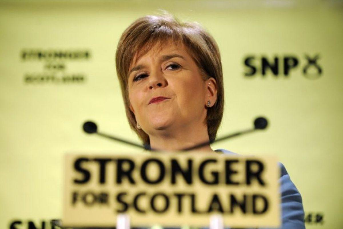 Nicola Sturgeon, líder del Partido Nacionalista Escocés y una de las candidatas al cargo de primer ministro, aunque con muy pocas posibilidades Foto:AFP