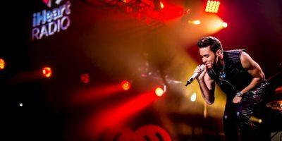 Los asistentes aseguran que al cantante se le terminó el escenario. Foto:Getty Images