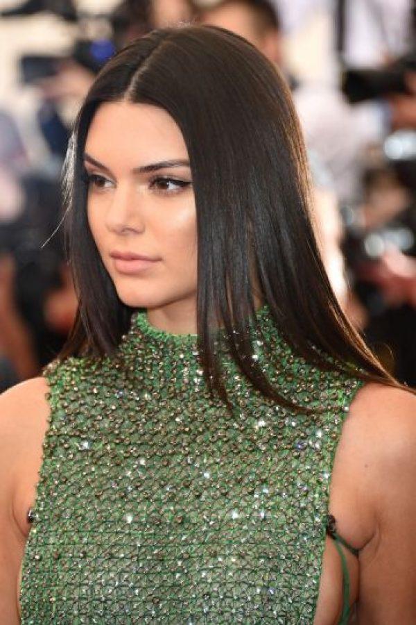 Kendall Jenner lució un vestido verde con un escote lateral Foto:Getty Images