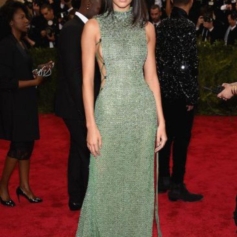Kendall prefirió durante la gala un atuendo discreto, sencillo y elegante. Foto:Getty Images