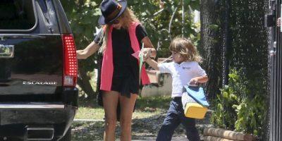 Paulina va por su pequeño de 4 años al colegio Foto:Grosby Group