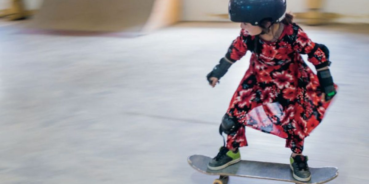 Niñas patinan en Afganistán para olvidar la guerra