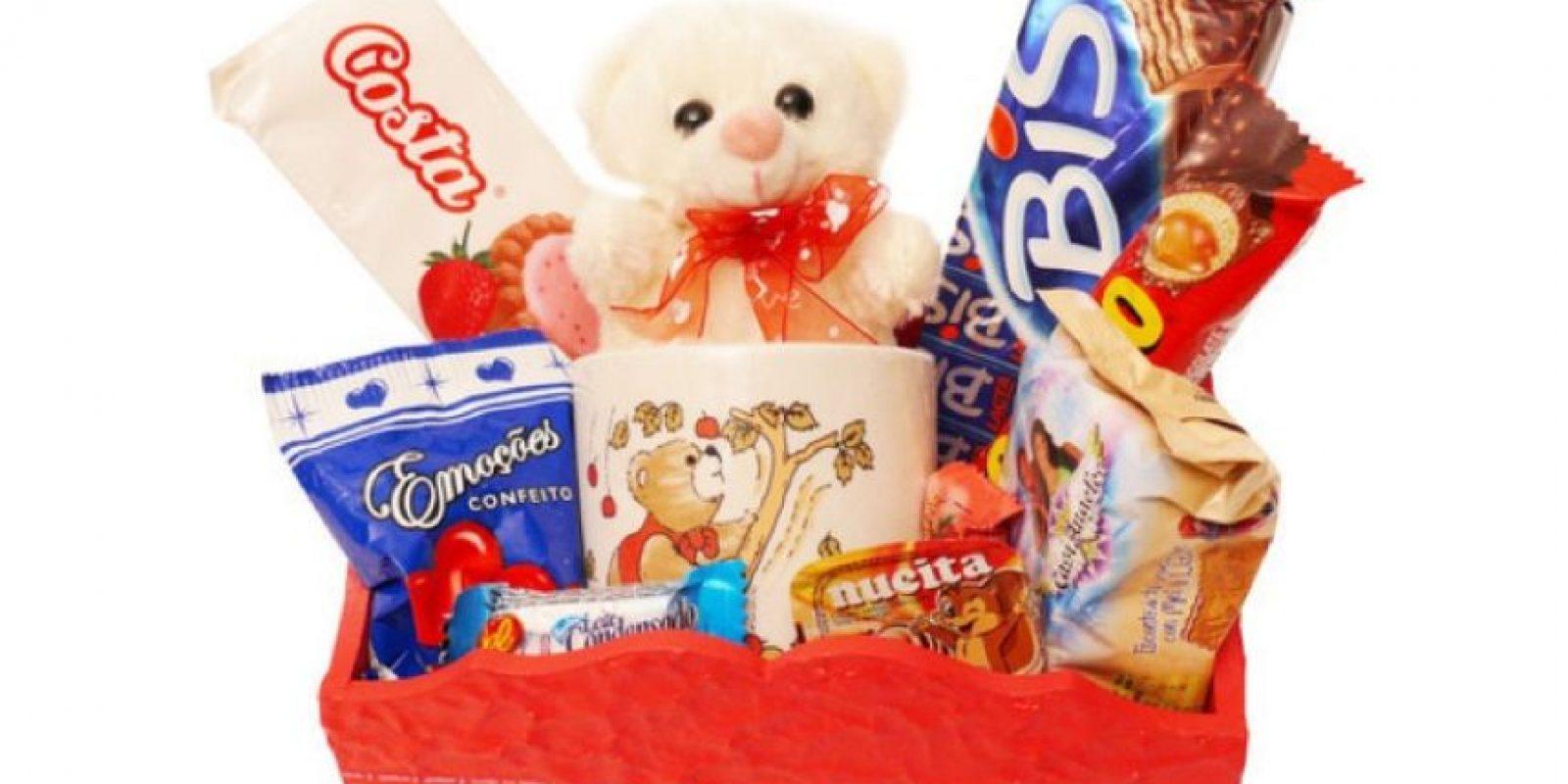 O una canasta con papel higiénico, galletas y limpiadores. Foto:Tumblr.com/Tagged-regalo-wtf