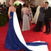 Ivanka Trump y una bandera. Foto: vía Getty Images