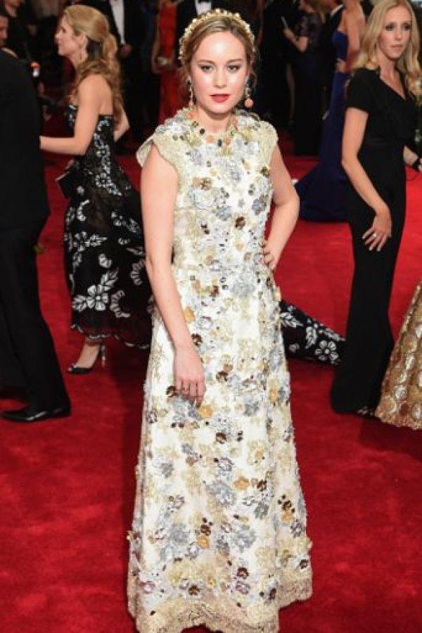 Brie Larson nos recuerda a los estilismos que ultimamente adopta Dolce & Gabbana, pero lo logró. Foto:vía Getty Images