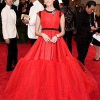 Allison Williams, normal. A excepción del rojo de su vestido. Foto: vía Getty Images