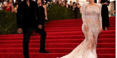 Nada que ver el vestido con el tema. Foto:vía Getty Images