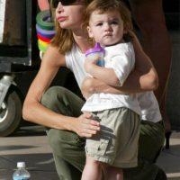"""La actriz conocida por su papel en la serie """"Ally McBeal"""", en enero de 2001 adoptó a un niño que llamó Liam, explicándole a los medios que quería darle la oportunidad a un niño que no tuviera hogar. Foto:Getty Images"""