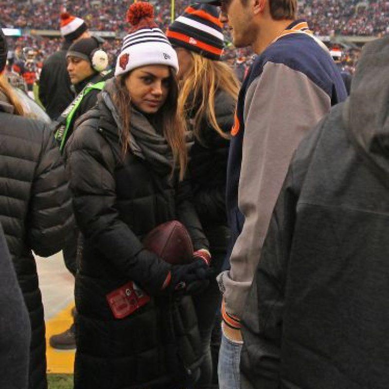 Desde 2012 mantiene una relación con la actriz Mila Kunis. Foto:Getty Images