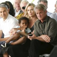 Tiene un hijo adoptivo llamado Jackson Foto:Getty Images