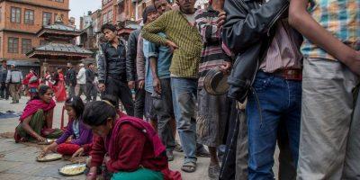 9. Organizaciones gubernamentales también se han destacado en el lugar con equipos de rescatistas, comida, entre otros. Foto:Getty Images